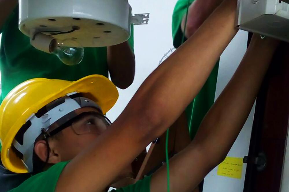 Aluno do Projeto Energização: Elétrica Predial